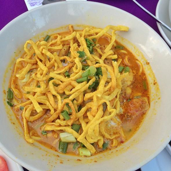 "Khao Soi @ The Gallery Restaurant & Arts Club, ""Tha Chang"""