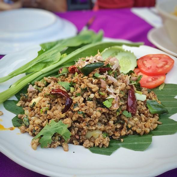 "Larb Moo @ The Gallery Restaurant & Arts Club, ""Tha Chang"""
