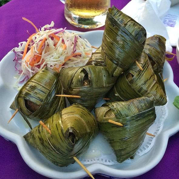 "Pandan Chicken @ The Gallery Restaurant & Arts Club, ""Tha Chang"""
