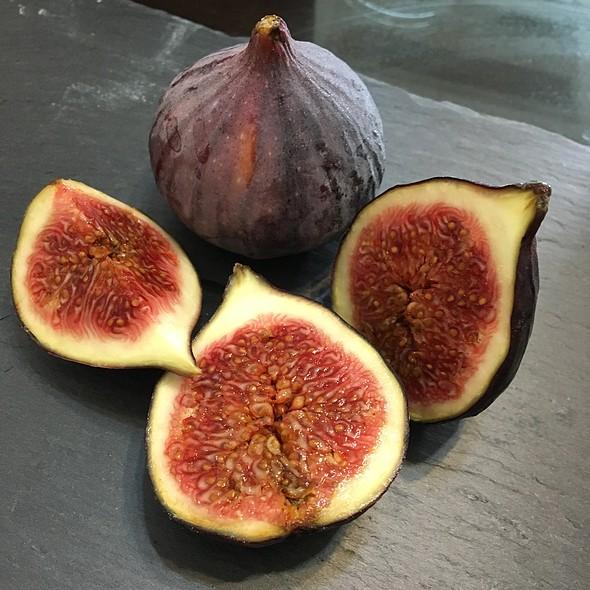 aksun Black Figs  @ J.A.S.O.N.S
