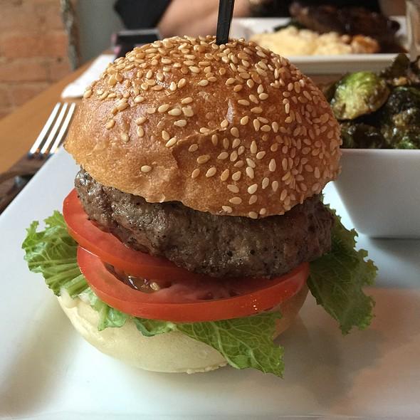 Hamburger @ The Urban Tap