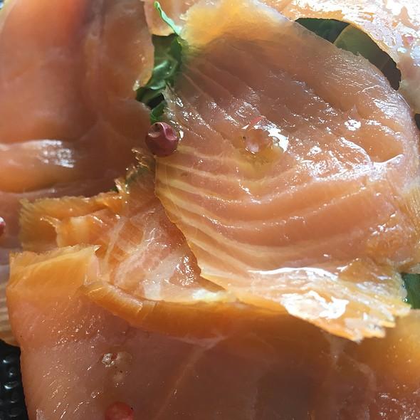 Salmone Affumicato Con Rucola E Pepe