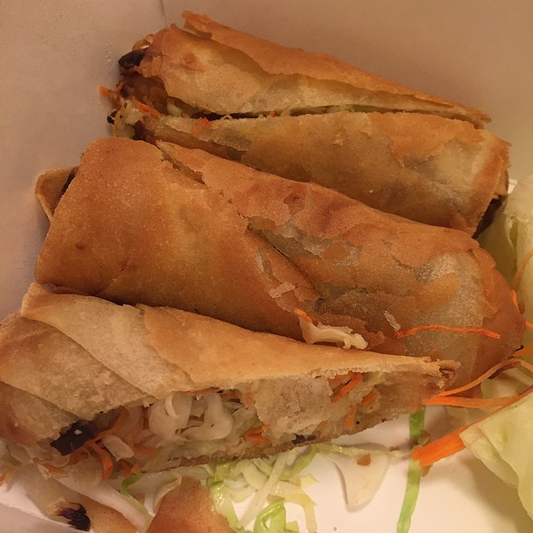 egg rolls @ Lemongrass