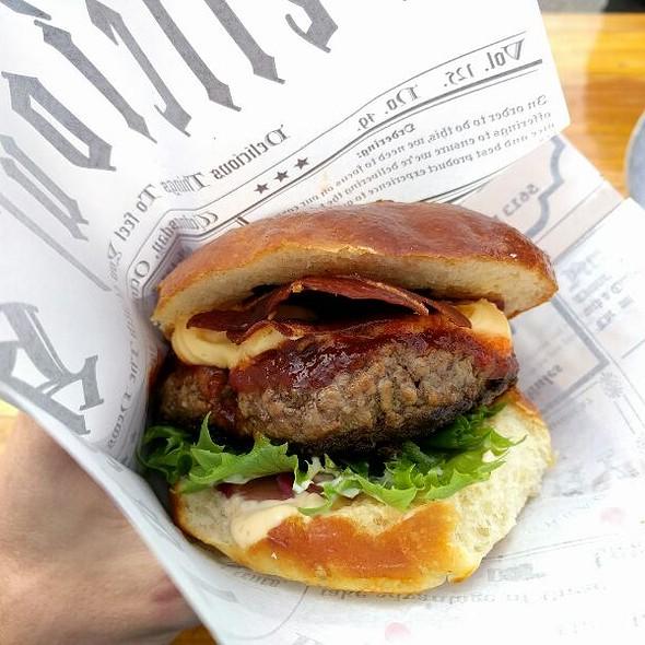 Serano Cheeseburger