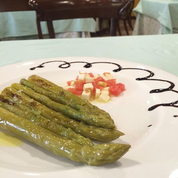 Grilled Green Asparagus  @ Azofra