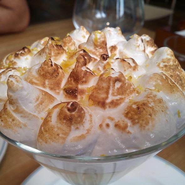 Lemon Meringue Pie @ Mejillon