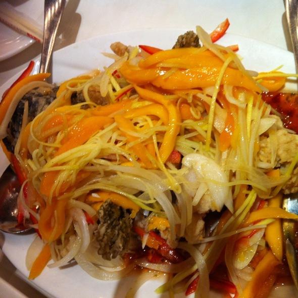deep fried lapu-lapu with mango sauce @ Tao Yuan (resorts world)