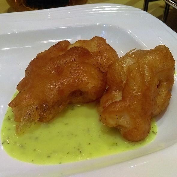 香草汁脆班球 Deep Fried Fish in Herbs Sauce @ 鍾廚