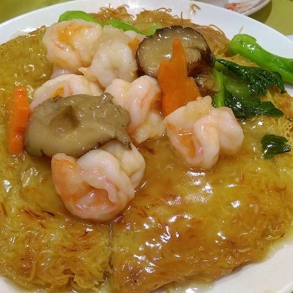 蝦球炒麵 Pan-Fried Noodles with Prawns @ 鍾廚