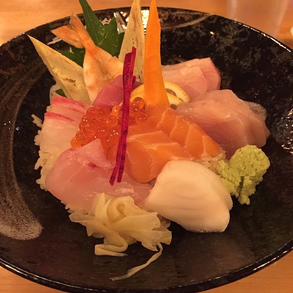 Chirashi @ Osaka Sushi