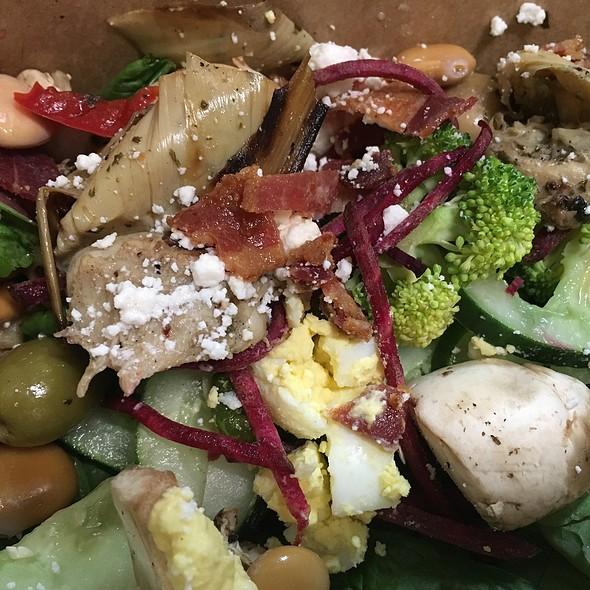 Salad Bar @ Fresh Thyme Farmers Market