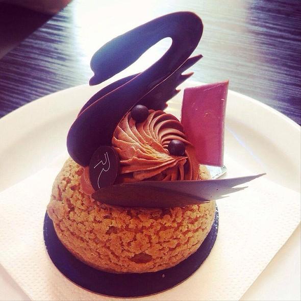 Cygne Au Chocolat (Chocolate Swan)