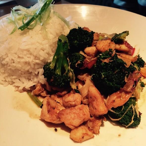 Chicken And Broccoli - Kona Grill - Woodbridge, Iselin, NJ