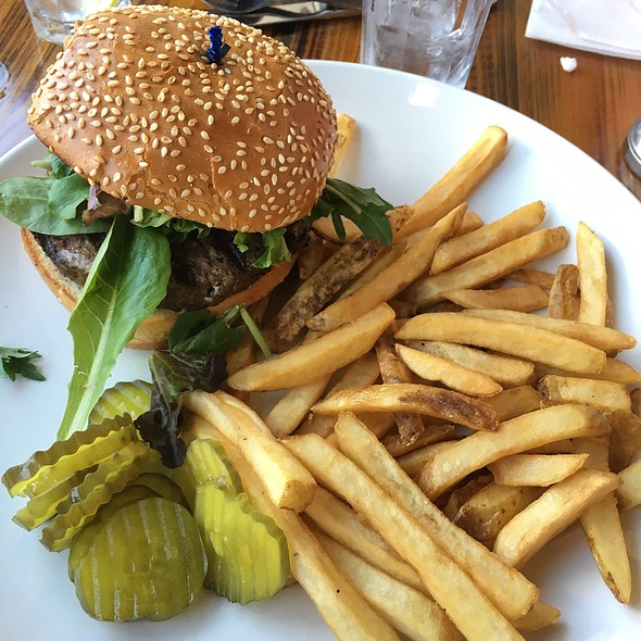 Hamburger @ Whispers Cafe & Creperie