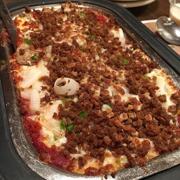 Crustless Deluxe Pizza @ Arni's Restaurant