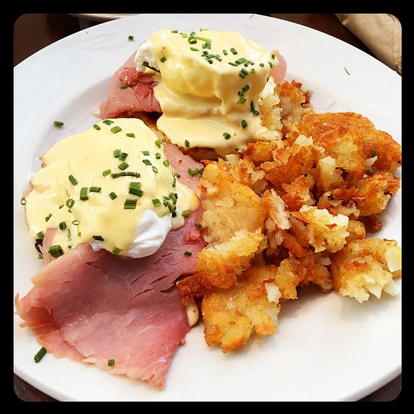 Eggs Benedict @ The Grove