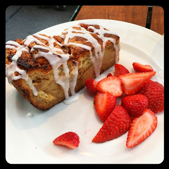 Cinnamon Roll Bread Pudding @ The Grove