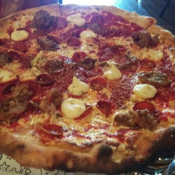 New Yorker @ Tony's Pizza Napoletana