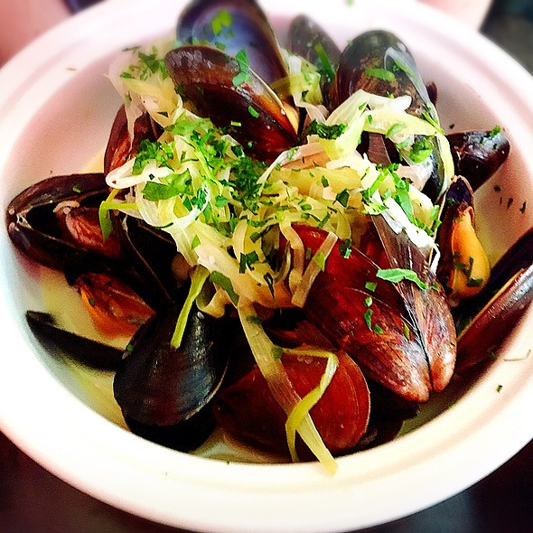 Moules Frites - Amelie, New York, NY