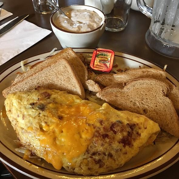 Farmer's Omelette @ Burs Restaurant
