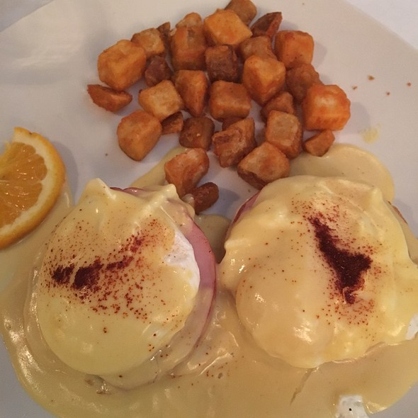 Eggs Benedict - Oyster Bay Seafood and Wine Bar, Las Vegas, NV