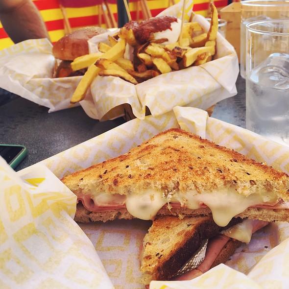 Bikini Trufado @ Food Troc