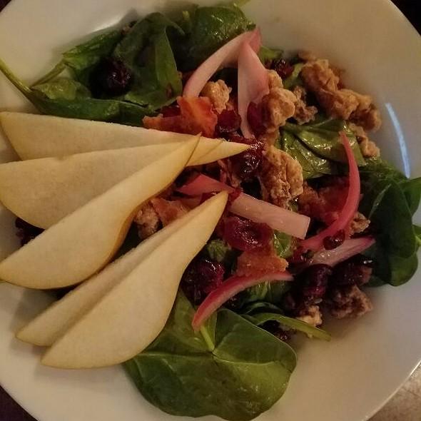 Spinach and Pear Salad - Handles Gastropub, Pleasanton, CA