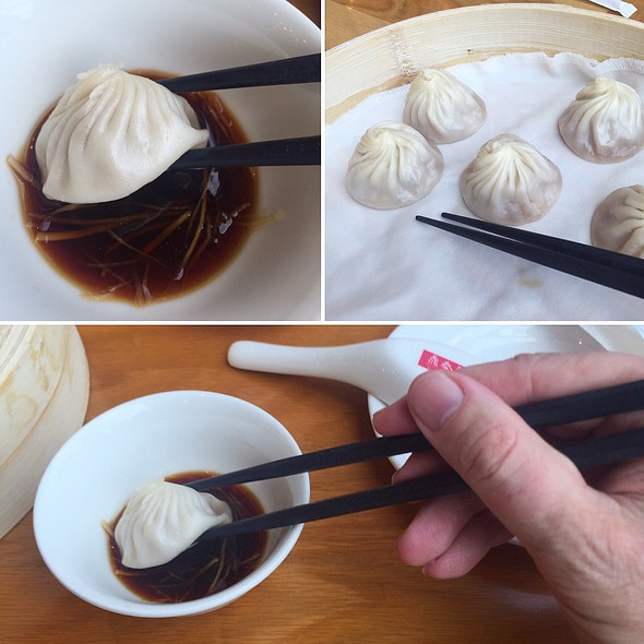 Truffle & Pork Dumplings @ Din Tai Fung @ Central Embassy