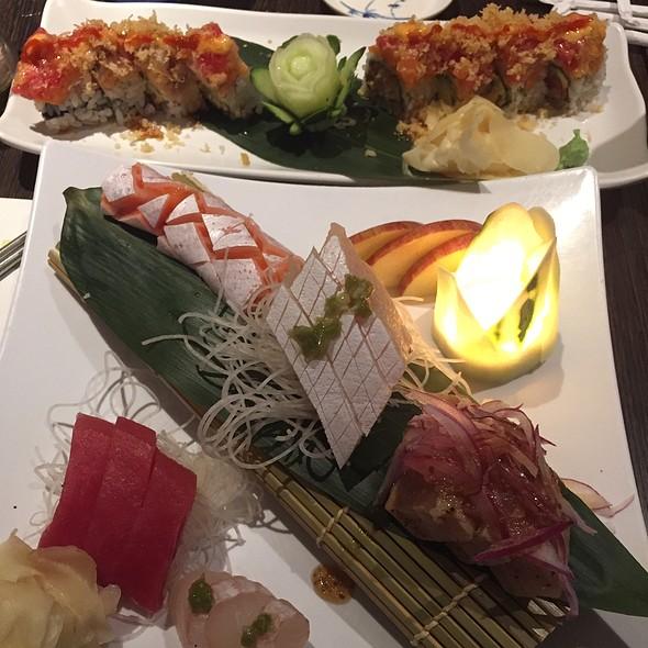 Sushimi Deluxe @ Tomodachi Sushi