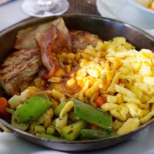 Pork filet medallions, creamy mushrooms suace, vegetables, butterspätzle