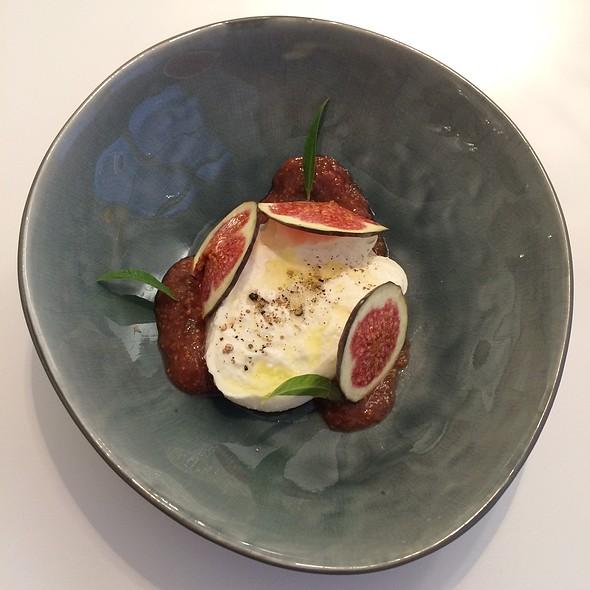 Burrata With Figs @ Lingenhel Käserei