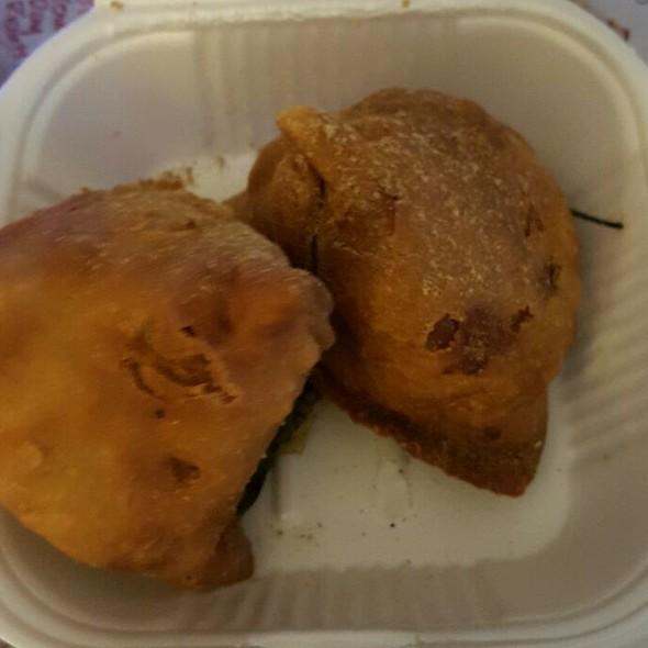 Vegetable Somosas @ Biwarchi Biyani Point