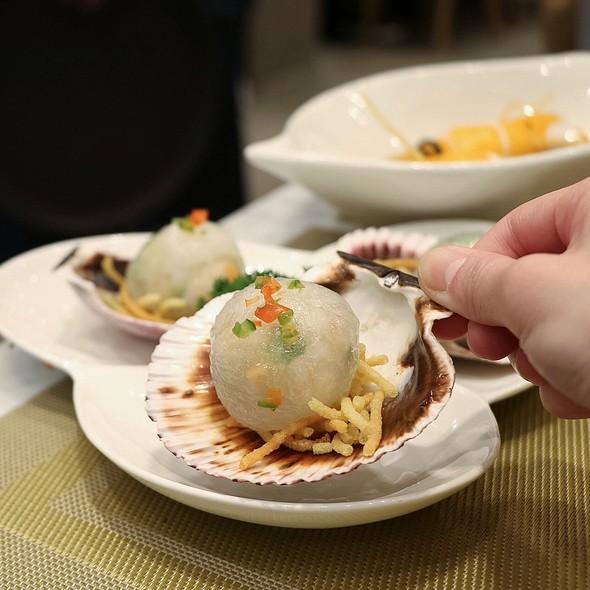 Steamed Scallop & Seafood Dumplings @ Zhen 臻