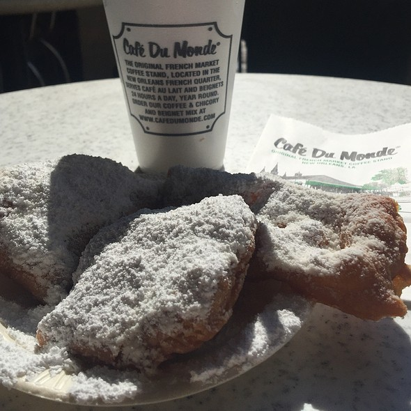 Beignets and Cafe Au Lait @ Café Du Monde