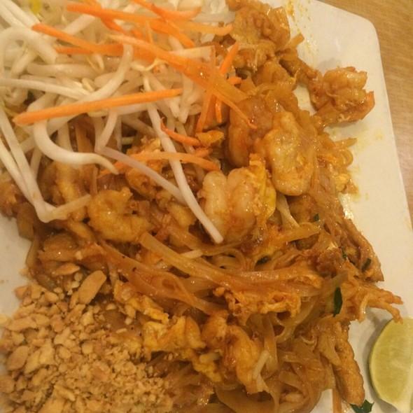 Pad Thai @ Red Chili
