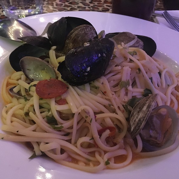 Linguine With Chorizo, Mussels, And Clams @ Emmy's Spaghetti Shack