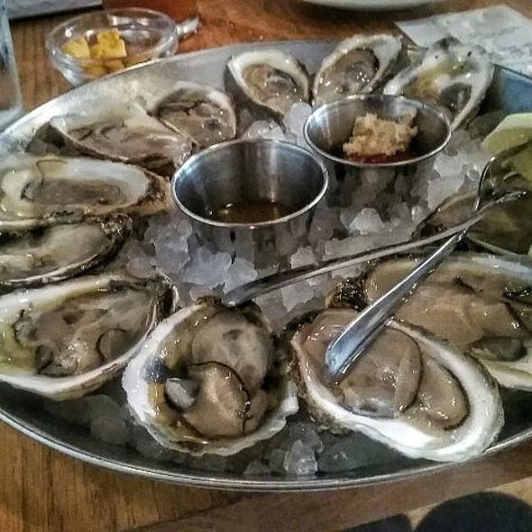 One Dozen Oysters @ Hank's Oyster Bar