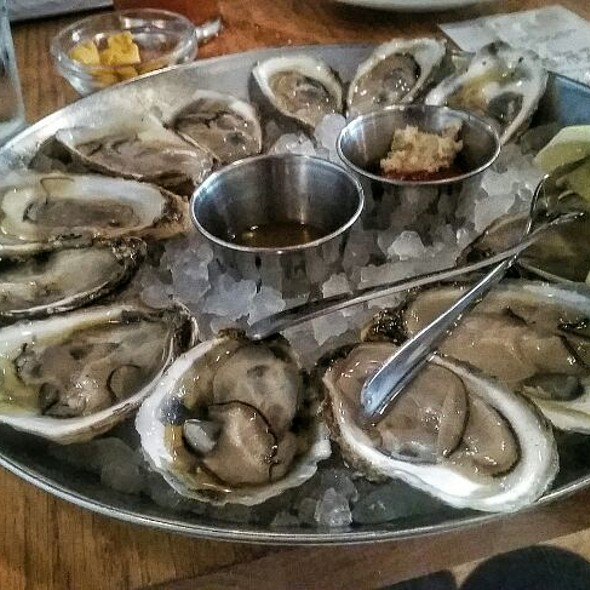 One Dozen Oysters @ Hank's Oyster Bar