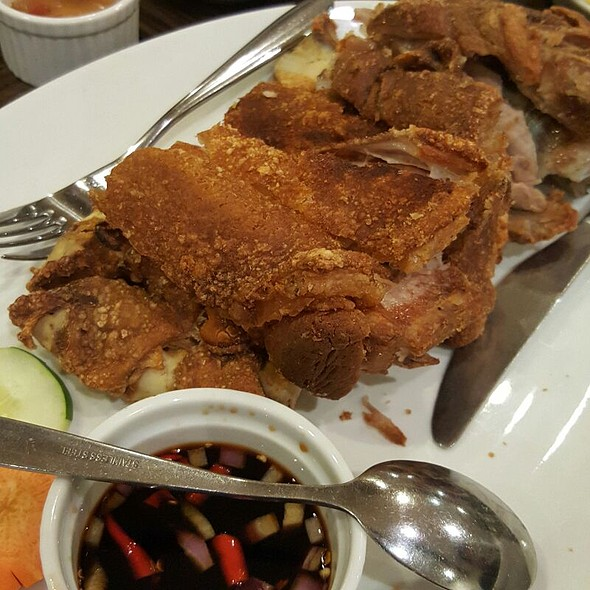 Crispy Pata @ Manongs Bar And Grill