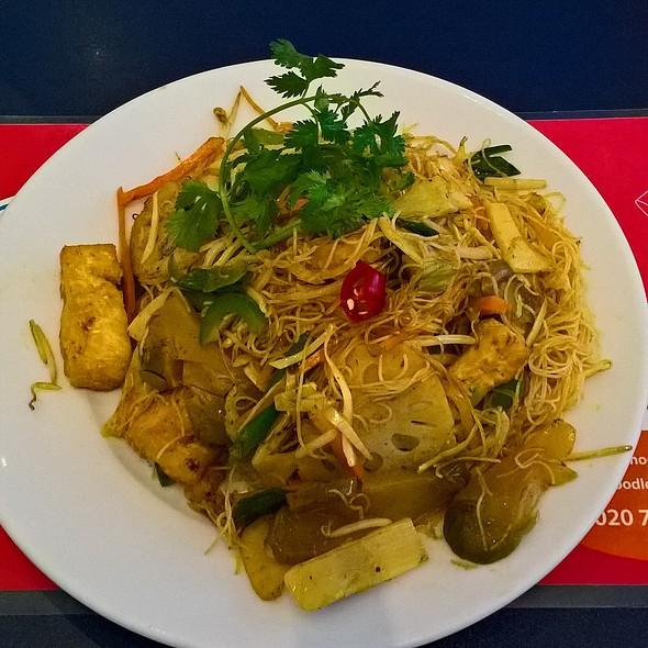 Vegetarian Singapore Noodles @ Noodle Noodle