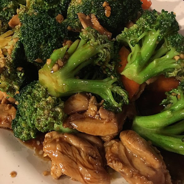 Chicken With Broccoli  @ Peaceful Restaurant