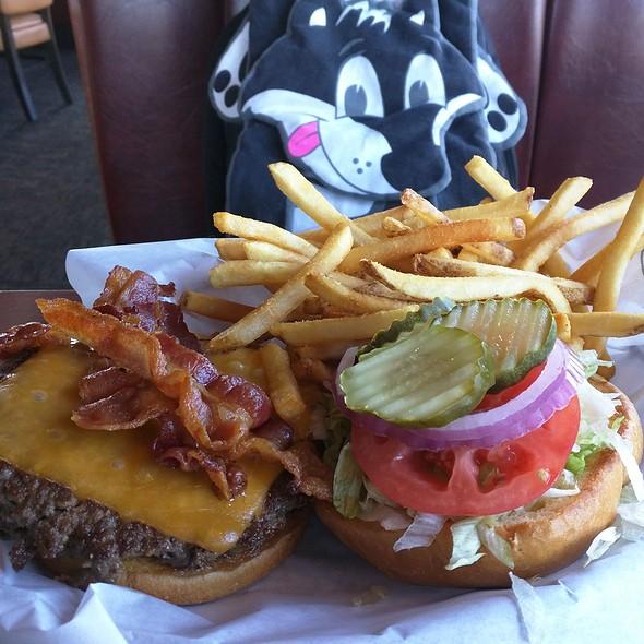 Bacon Cheeseburger @ Ruby Tuesday of Bear