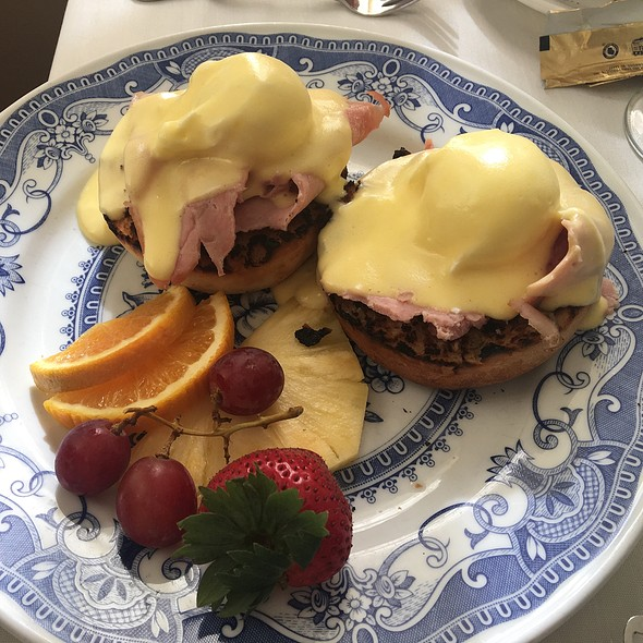Eggs Benedict @ George Watts Tea Shop