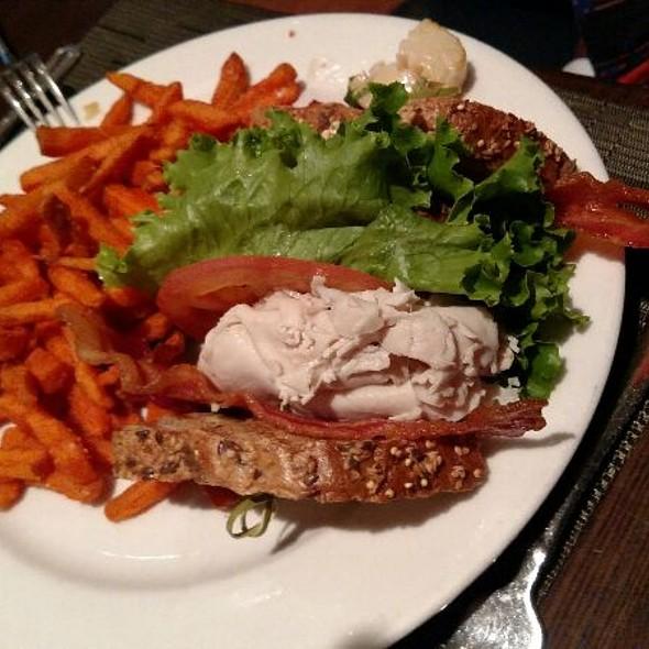 Turkey Club  ( Turkey Lettuce ,Bacon, Tomato, And Mayo Served On Texas Toast