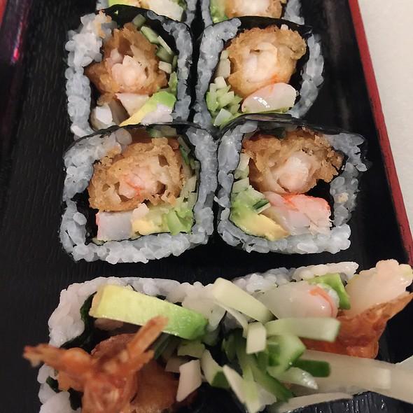 Shrimp tempura roll @ Sushi Paradise