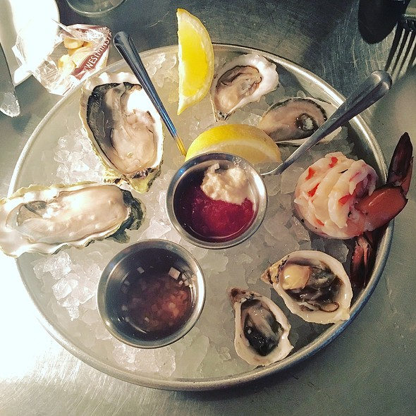 Oysters And Prawns @ Anchor Oyster Bar