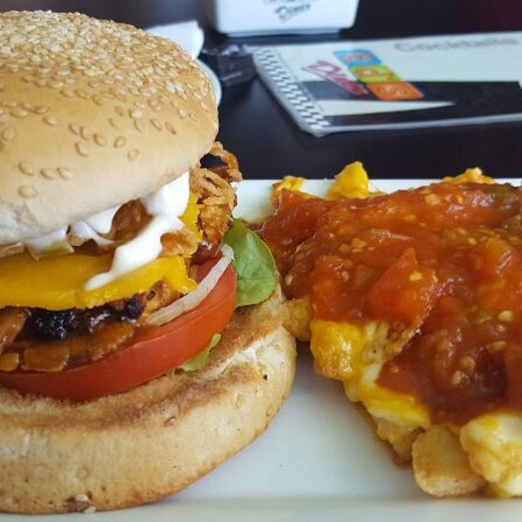 Chicken Burger With Chilli Cheese Fries @ Ed's Diner