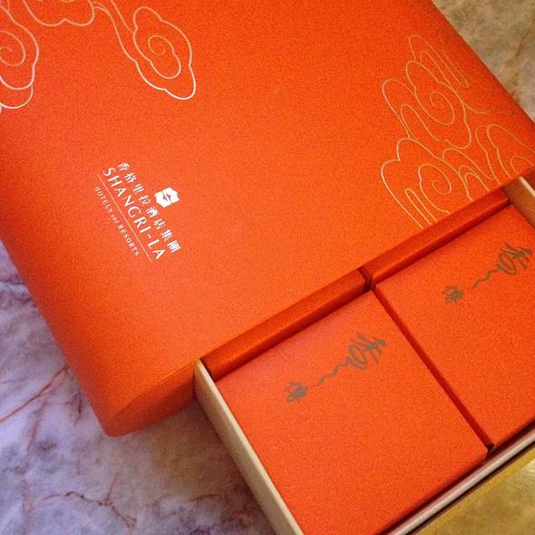 Moon Cakes Welcome Gift @ EDSA Shangri-La Hotel