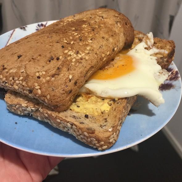 fried egg sandwich @ Chookys