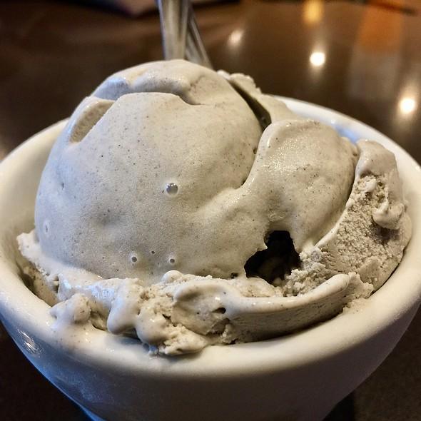 Black Sesame Ice Cream @ Din Tai Fung University Village